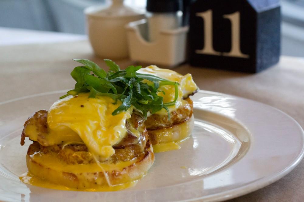 Cafeen Eggs Benedict